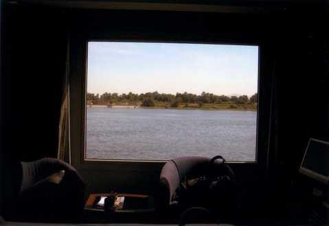 ロイヤルロータス号のお部屋から見るナイル川