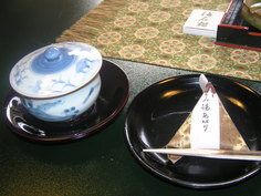 お部屋で緑茶とお菓子