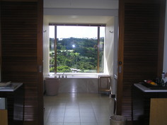 バスルームは本館の森ビュー