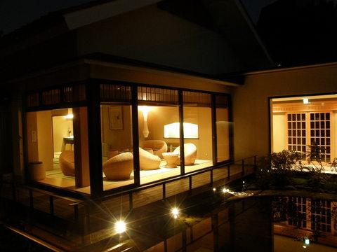 綺麗な夜の別邸