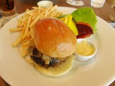 和牛のハンバーガー2200円