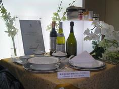 ファーストクラスのワイン、食器