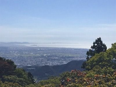 s_はるか先に江ノ島(大山頂上より)