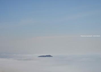 海霧の中の鷲別岬