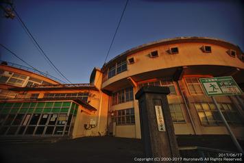 夕日を浴びた旧絵鞆小学校