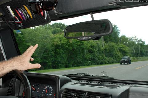 jeeper-waving-to-jeep-wrangler