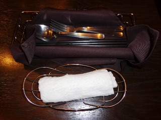 食器とおしぼり