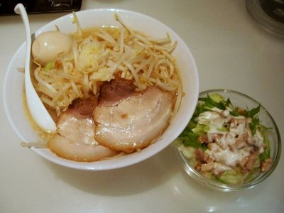 ガッツリ極太豚骨醤油+味玉+チャーシューサラダ
