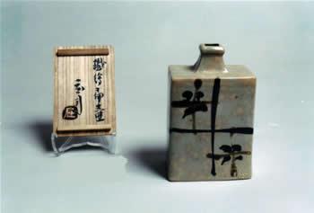 人間国宝・浜田庄司作「鉄絵扁壺」
