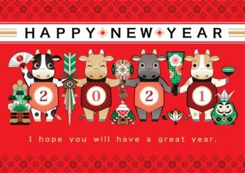 2021年丑年イラスト年賀状デザイン「牛と日本の縁起物和風赤色背景」HAPPY NEW YEAR