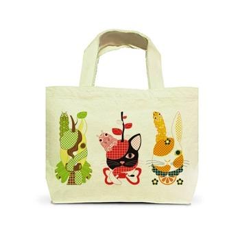 果物動物「洋梨馬」「林檎猫」「蜜柑兎」と芋虫カラフル(Fruit animals a pear horse, an apple cat, a mandarin orange rabbit, and green caterpillars colorful.) トートバッグS(ナチュラル)