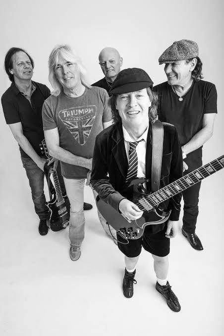 AC/DCっていうバンド好きなやついる?