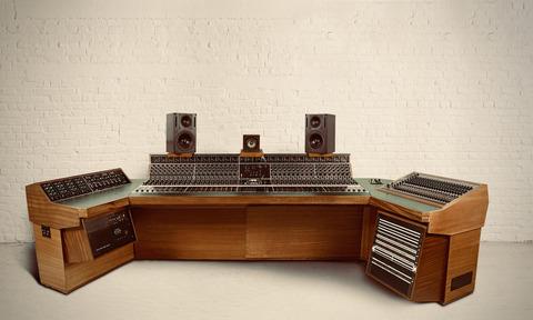 Led Zeppelinが「天国への階段」の録音で使用したミキシング・コンソールが1600万円で落札される