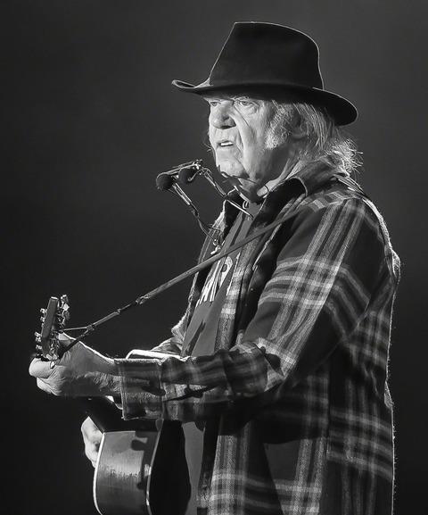 Neil_Young_Stavernfestivalen_2016_(220929)