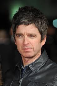 Oasisの眉毛「ビーチボーイズはビートルズの隣にレコードが並んでたから売れただけ」