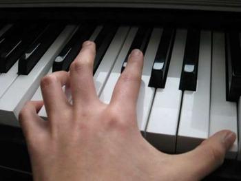 piano_hand_09