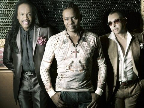 http://news-img.dwango.jp/wp-content/uploads/2017/04/EarthWindFire-2012press.shot_-480x360.jpg