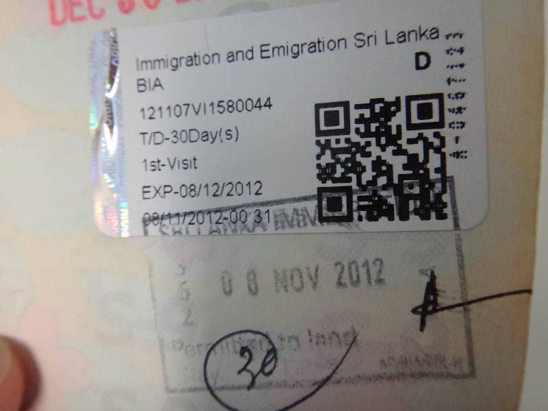 DSC00376 ↑ビザ私は事前にネットでビザを申請していたので、そのまま入国カウンターに...