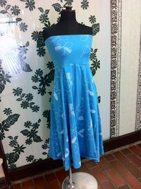 トランスペアレント プルメリア総柄プリントベアトップドレス(青)