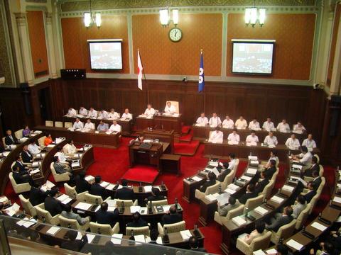 大阪府議会開会中、補正予算や関西広域連合、暴力団排除で議論