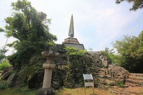 天妃山の石切場碑