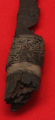 銀象嵌竜文刀