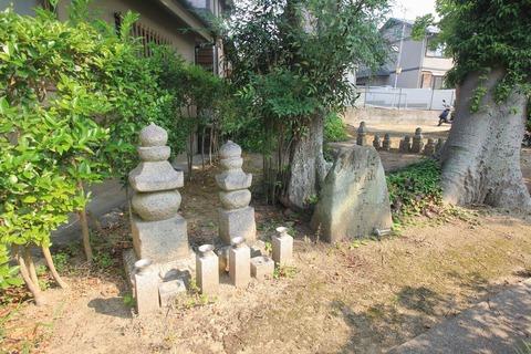 松風・村雨の墓