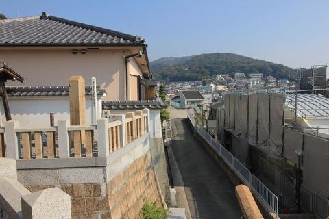 塩屋若宮神社から須磨三山を望む