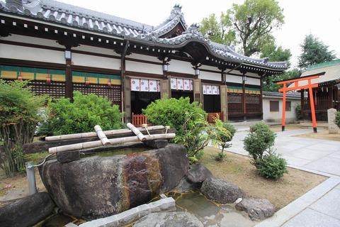 泉井上神社の拝殿