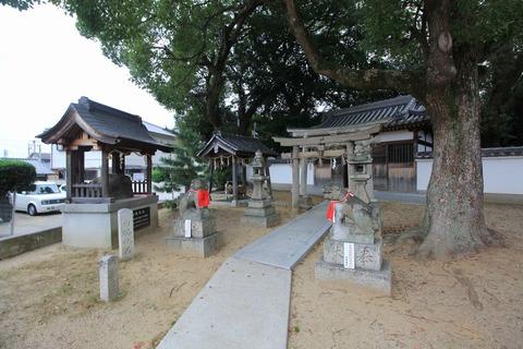 旧府神社の境内