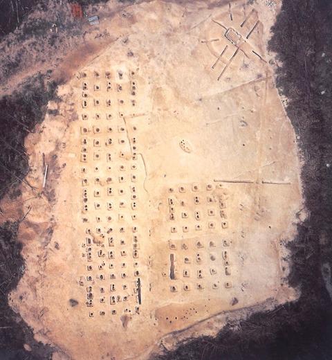 鳴滝遺跡倉庫群
