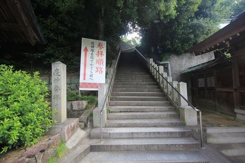 厄神祭塚への参道