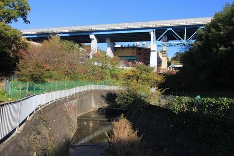 塩屋谷川と神明高速