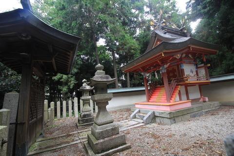 殖栗神社の本殿