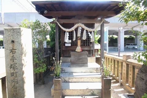 腕塚神社の祠2