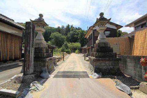 須智荒木神社の社頭