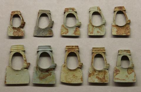 男性用の腕輪(鍬形石)島の山古墳