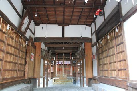 巨椋神社の拝殿内部