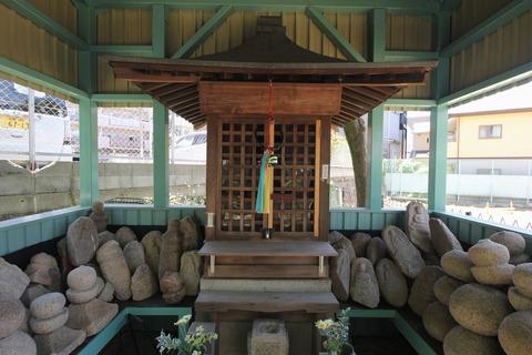 玉坂地蔵尊の石仏