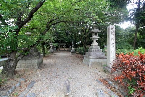 殖栗神社の社号標