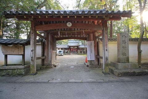 元岩清水八幡の神門