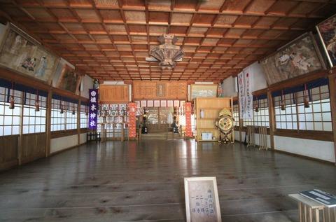 植木神社の拝殿2
