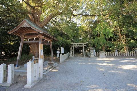 曽彌神社の境内