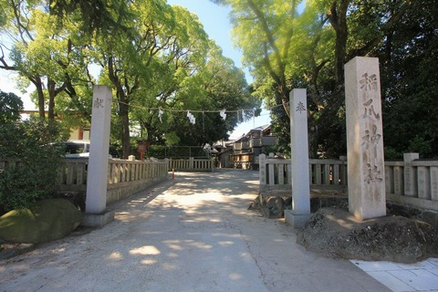 稲爪神社の注連縄柱