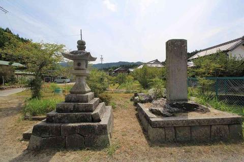 「住吉社」「慶応元年」を刻む燈籠