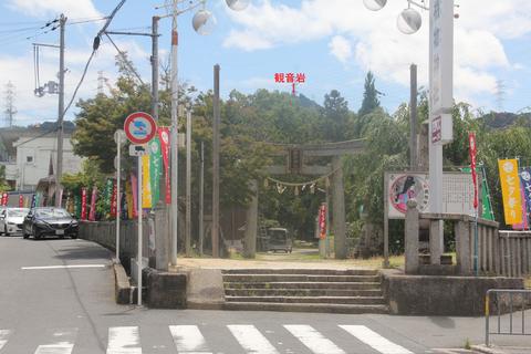 機物神社と観音岩