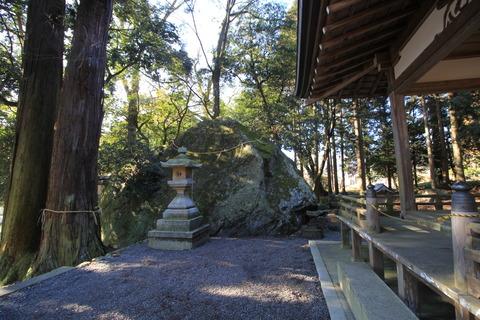 出雲神社の大岩