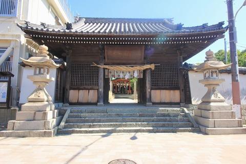 稲爪神社の楼門