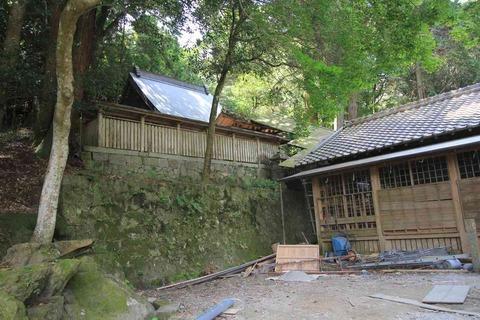 須智荒木神社の本殿