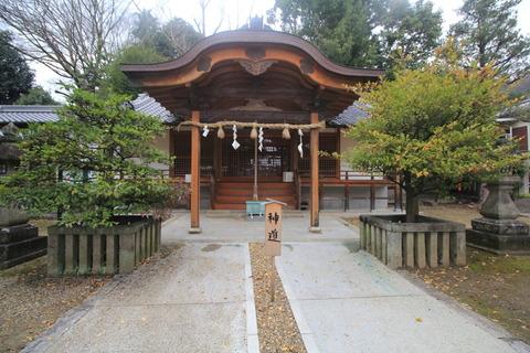 片岡神社の拝殿